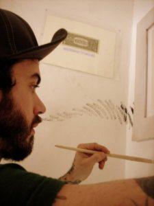 Gurnari dipinge sui muri di Zelle arte