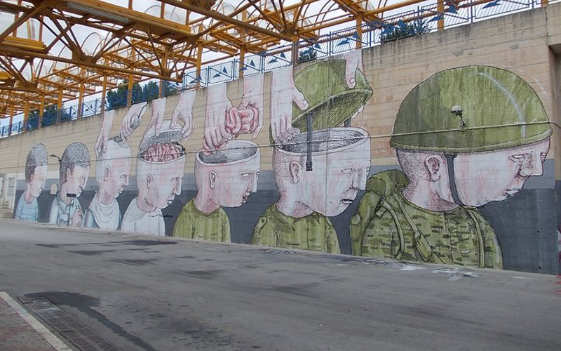 Murale di Blu al terminal di Campobasso